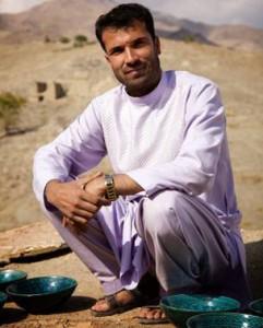 عبدالمتین ملکزاده، سفالگر، ساکن روستای استالف است