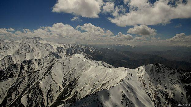 افغانستان کشور کوهستانی است و ورزش اسکی در سالهای اخیر در این کشور روبه رشد بوده است.