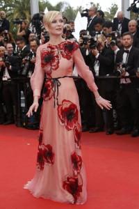 هنرپیشه کرستن دونست عضو هیأت داوران در مراسم افتتاحیه جشنواره سینمایی کان.